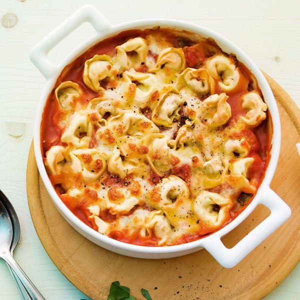 Liebe auf den ersten Biss. Und zum Menü wird das Ganze mit einem Romanasalat davor und frischem Obst als Dessert danach.