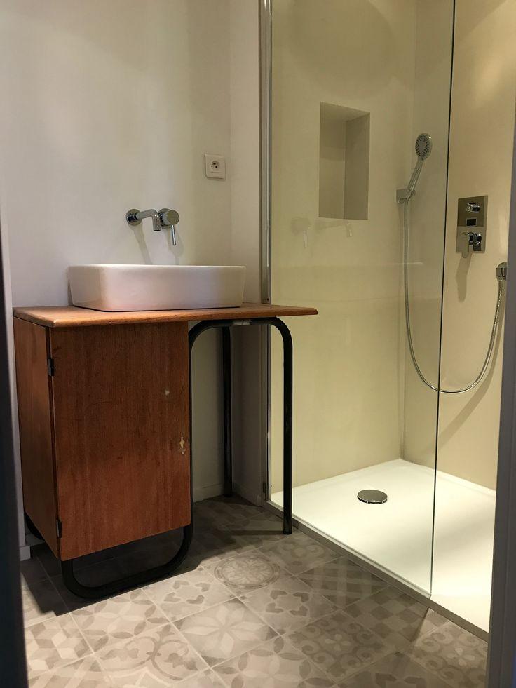 salle bain avec un bureau d colier de recup ecarreaux de ciment au sol with exemple de salle de bain de 5m2