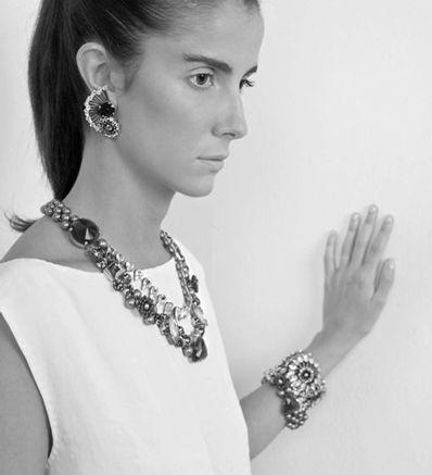 """Брэнд Tataborello был основан в 2001 благодаря интуиции и предпринимательскому духу молодого дизайнера Федерики Борелло, более известной как """"Тата"""". Она взялась за сложную, но увлекательную задачу – построить новый бизнес в сфере, где личный творческий талант  является критическим фактором для успеха."""