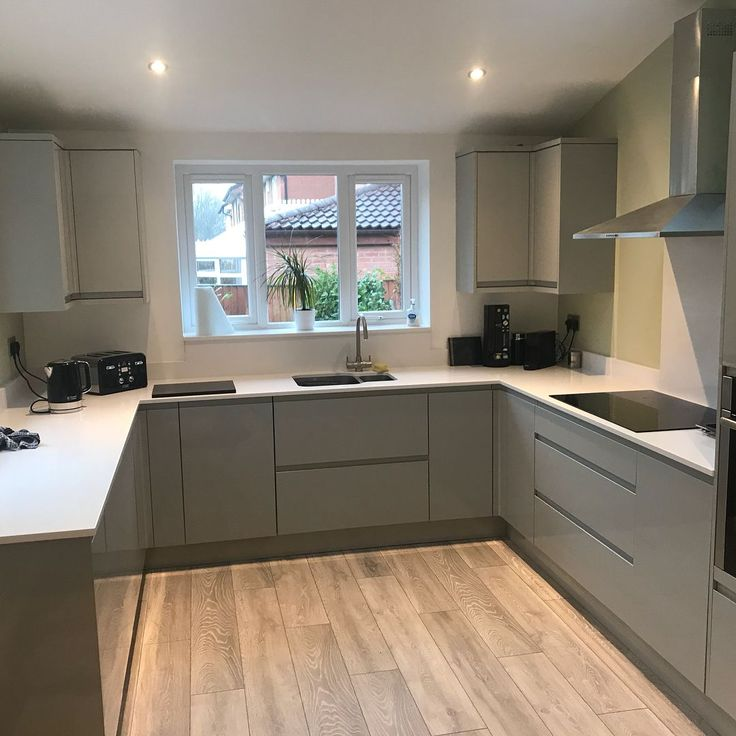 For our 100 Beautiful Kitchens competition, we asked builders to share photos of a Howdens kitchen they have installed. This is our Clerkenwell Gloss …