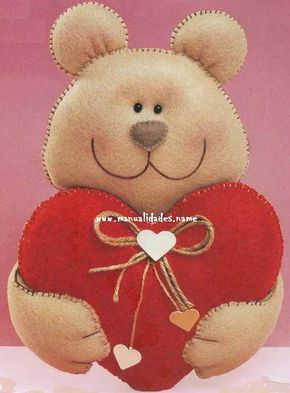 Compartir en WhatsAppOsito con corazón en fieltro para San Valentin (adsbygoogle = window.adsbygoogle || []).push({}); *Materiales: 50cm de fieltro arena 20cm de fieltro rojo 10cm de fieltro marfil 5cm de fieltro cacao 20cm de rafia Guata 2 cuentas negras Pegamento Hilo (adsbygoogle = window.adsbygoogle || []).push({}); *Procedimiento paso a paso: Corta las piezas en fieltro...