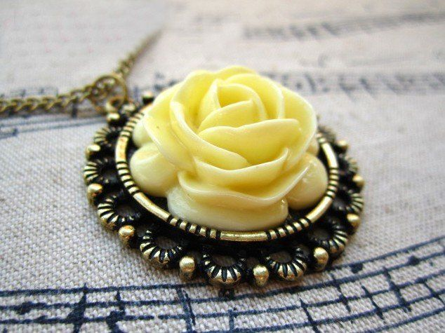 naszyjnik żółta róża