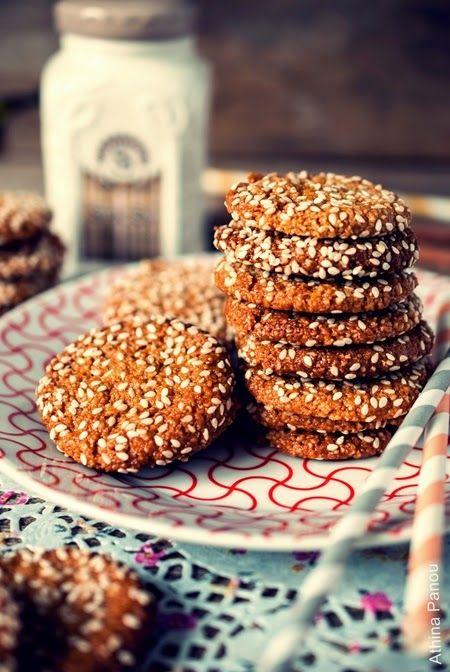 Sugar Buzz: Μπισκότα με αμύγδαλο, ταχίνι, μέλι (χωρίς γλουτένη) και ένα απογευματινό τσάι στο ξενοδοχείο Μεγάλη Βρεταννία!