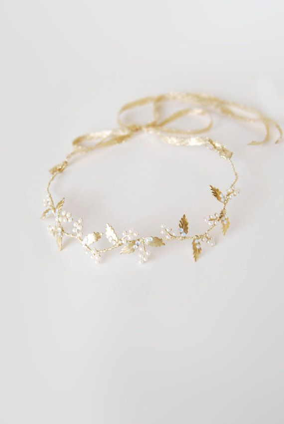 Bridal gold hair crown, pearl leaf headband, wedding halo, bride golden…