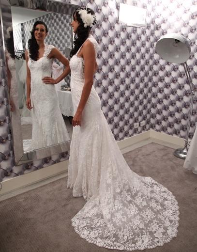Sheilla Castro's wedding gown by Alba Martins headpiece: Mercedes Alzueta Location: Blend Photo: Cissa Sannomiya & Flavia Vitoria