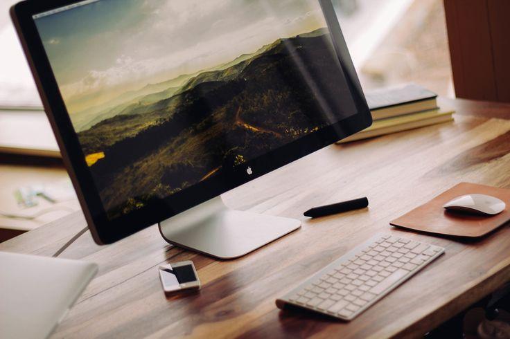 Desk Setup, by Luke Chesser   Unsplash