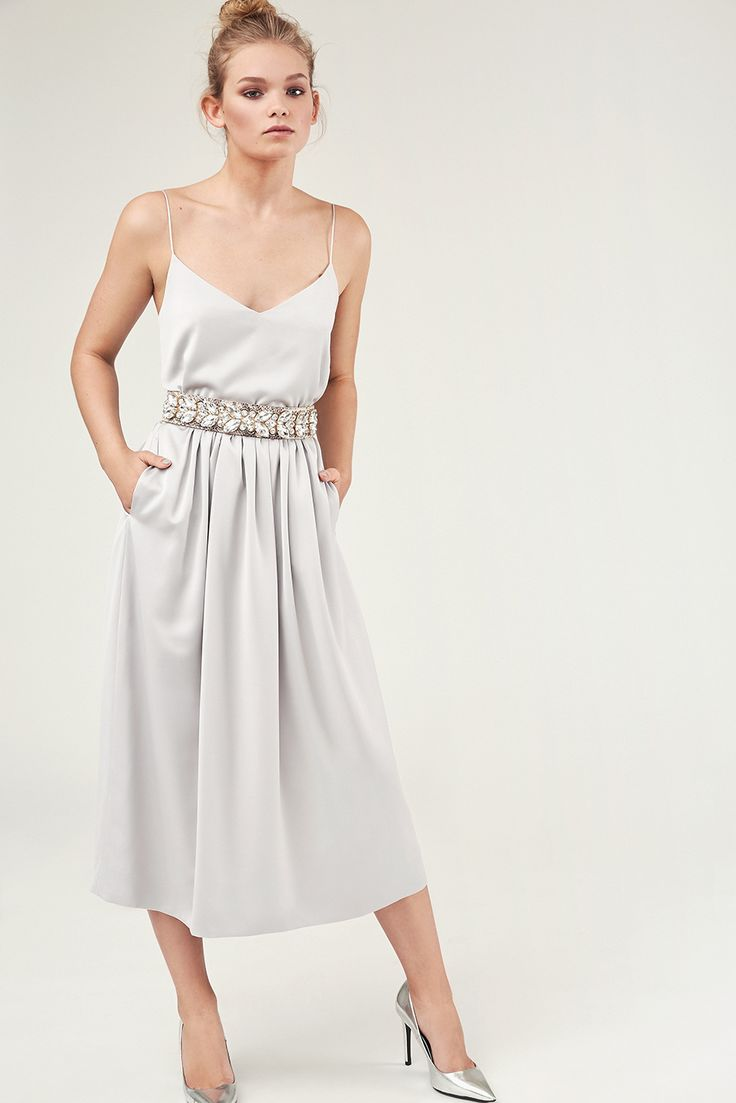Mix & Match your perfect dress! LYNN-CHIARA in silver grey with a crystal belt in natural. Own the night.
