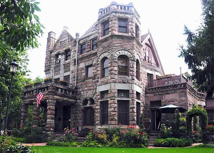 Nice article about Denver architecture, including Union Station and Wm. Lang buildings.>>Beautiful House, too.