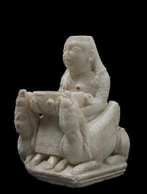 Dama de Galera.hallada en un tumba ibérica del siglo IV a.C., en concreto la número 20 de la necrópolis de Tútugi. Se supone es una deidad oriental realizada en el S VII ac, Altura = 18,5 cm; Anchura = 12 cm; Grosor = 13 cm Alabastro