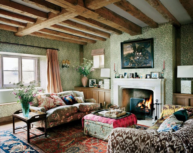 Photographed by François Halard, Vogue, November 2016. How to get the perfect English country look at home: here.