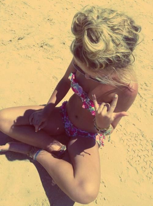 SUMMMMMMMER!Messy Hair, Summer Hair, Beach Pics, Messy Buns, Summer Girls, Bath Suits, Beach Time, Beach Hair, Summer Time