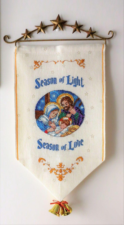 Tessuto lino con stelline, rifinito e ricamato a mano a punto croce e scritto. A prezzo di € 60,00, compreso spese di spedizione.