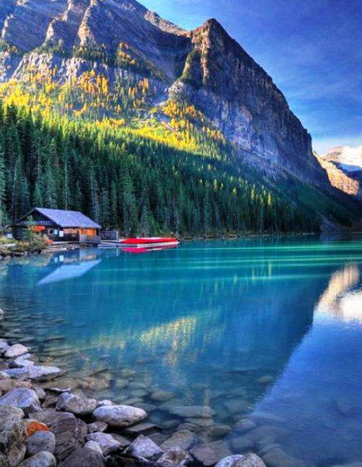 Lake Louise, Alberta, Canada: I wanna go here it was on the bachelor!