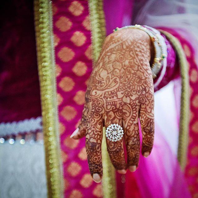 #purnimaphotography  #photographemariageparis #photographemariage #photographe #mariageparis #mariage #photographefemme #amour #amoureux #bonheur #instamariage #henne #indienne #traditional #mehndi #pontaultcombault #indian #rose  #weddingphotography #photography  #weddingparis #wedding #love  #instawedding #instagood #beautiful #musulman #свадебныйфотографпариж #свадьбапариж
