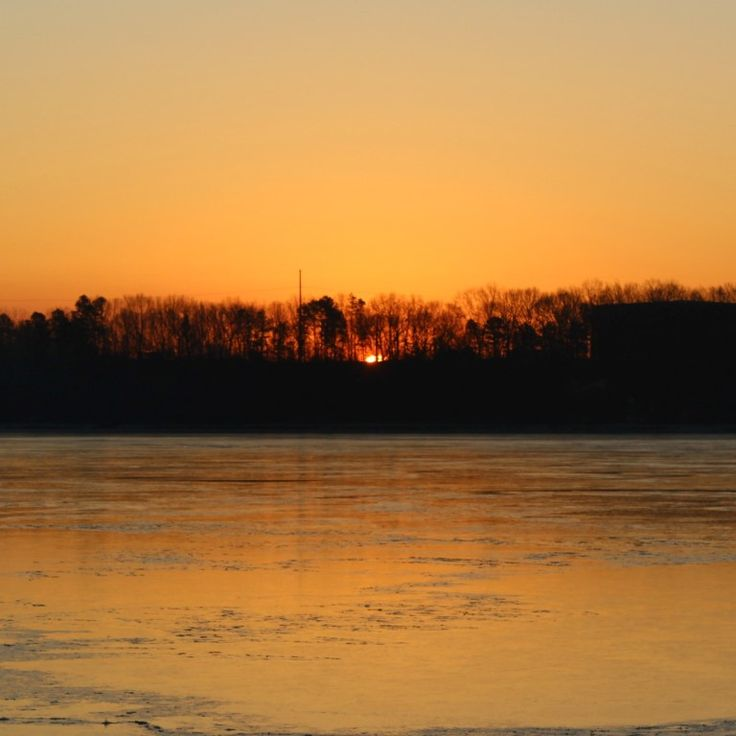 The morning sun just about to rise over a once again frozen river. #startthedaywithsomethingbeautiful