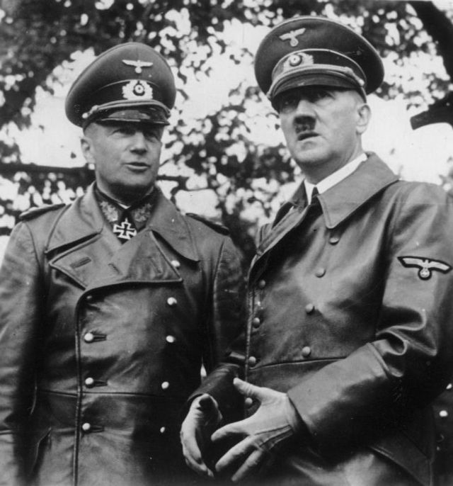 Adolf Hitler e o Marechal-de-Campo Walther von Brauchitsch. 1939.