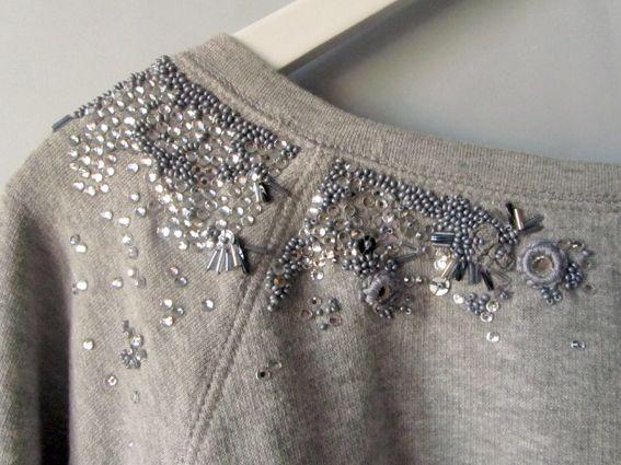 Me encantan las sudaderas grises de algodón, son cómodas, combinan con todo y son el lienzo perfecto para experimentar...