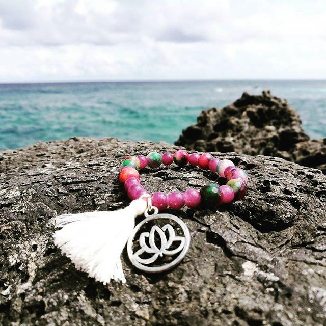 Brazalete piedras Naturales / Fluorita / Borla / Loto  #yantra_jewelry #yantra #piedrasnaturales #loto #yoga #borla #meditacion #budismo #playa #beach #island #isladepascua #a #amuleto #sagrado #vidasana