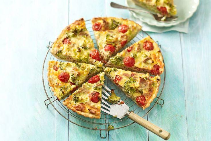 Goudbruine broccoli-tonijntaart - Recept - Allerhande