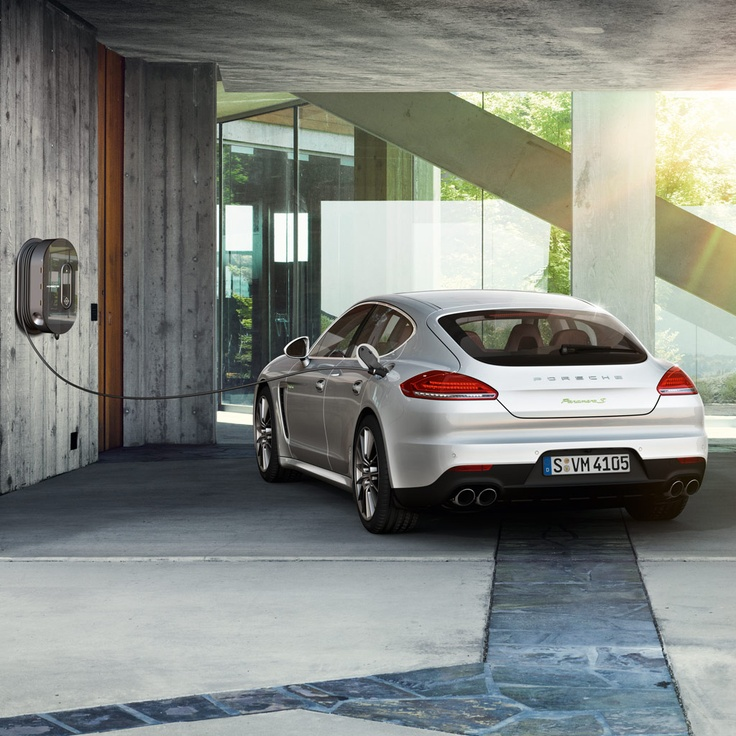 The idea of e-mobility does not stop at the vehicle itself - a well-thought-out charging concept is also part of the package. Learn more about the new Panamera in our microsite: www.porsche.com/microsite/panamera/default.aspx?deeplink=highly-charged Combined fuel consumption in accordance with EU 5: 3.1 l/100 km; CO2-emission: 71 g/km; Electricity consumption 16.2 kWh/100 km