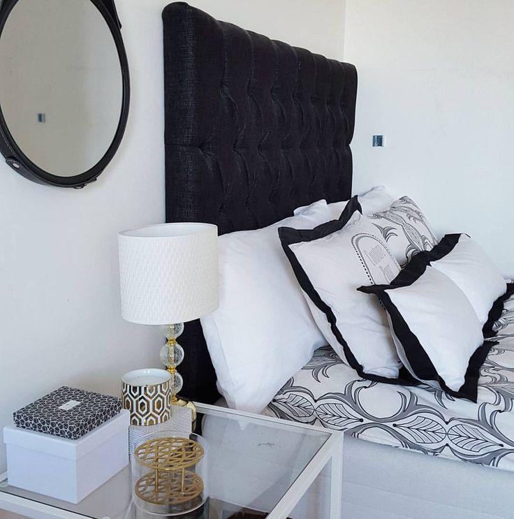 God morgon lördag! Fortfarande -17 ute, verkar bli ännu en kall träningsrunda idag ⛄❄ Önskar er en skön dag ☕#sovrum #bedroom #sänggavel #sängkläder #bedlinen #kuddar #pillows #vitt #svartvitt #blackandwhite #bedsidetable #klong #klongäng #mässing #hmhome #jotex #hemtex #interior #interiör #interiors #roomforinspo #inredningsdesign #homedecoration #inredning #interiorinspiration #interiordesign