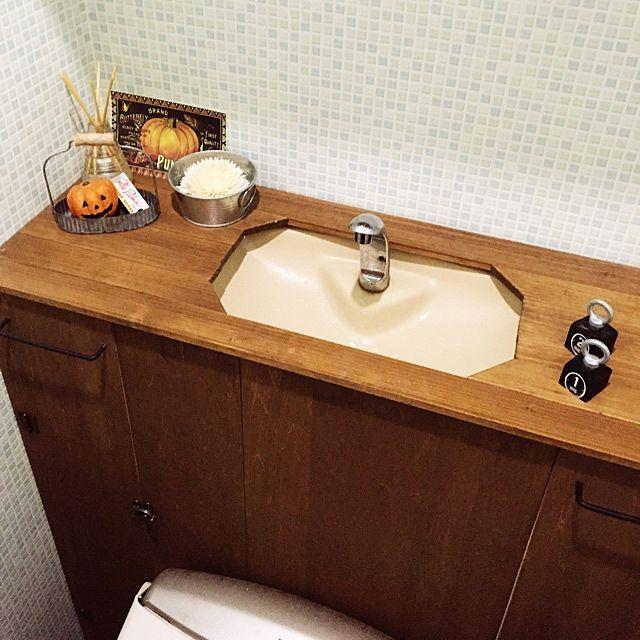 女性で、Other、家族住まいのトイレタンクを隠す/セリア/100均/トイレタンク/DIY/バス/トイレ…などについてのインテリア実例を紹介。「トイレだけ、ハロウィン気分。」(この写真は 2014-10-21 11:35:33 に共有されました)