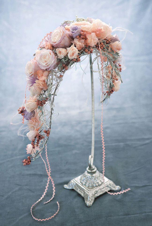 Wired Crescent Bouquet Holder $11.99