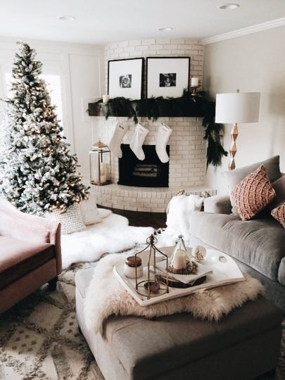 25 unique christmas living rooms ideas on pinterest 10604 | 88738f5dd9a8e53a10604b8b161f1789