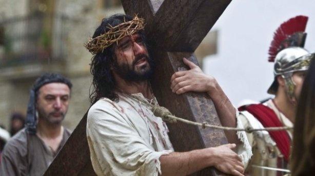 (Éste es mi primo) El realismo del Via Crucis balmasedano trasciende de la mera representación.