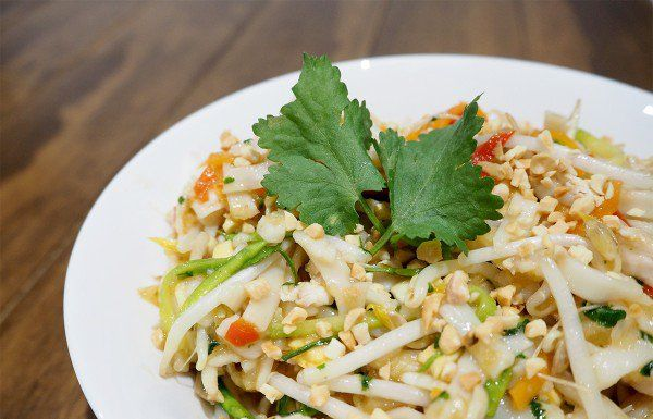 Chicken Pad Thai is a really easy dinner that everybody will enjoy | The Organised Housewife