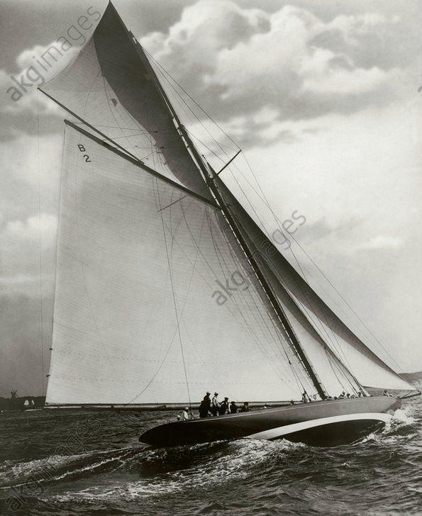 "Germany, Kiel Week, yacht Shamrock / photo 1912 Sport / Germany, sailing.  Kiel Week 1912: view of the Sonderklasse (special class) yacht ""Shamrock"" sailing in the regatta in the Kieler Förde. (""Shamrock"" was the yacht of Sir Thomas Lipton, 1850–1931, founder of the Lipton tea brand).  Photo, 1912 (Neue Photographische Gesellschaft)."