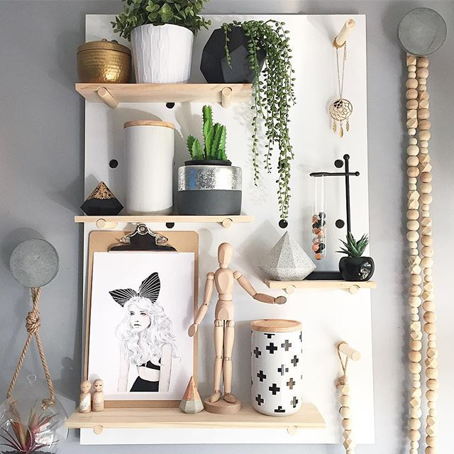 My name is Holly and I have a pegboard addiction! I now own 3 🙊😝 Meet loungeroom Peggy, she's looking mighty pretty today 💕 #myohmystyle #style #styling #styleinspo #styleinspiration #mystyle #myhome #interiorstyling #interiordecorating #decor #decorating #homedecor #homedecorating #homestyle #homestyling #pegboard #kmartpegboard #kmart #kmartaus #kmartaustralia #ohhellowallprints #print #scandi