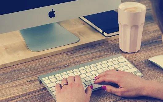 Ergonomia. Jak zorganizować miejsce pracy, by jednocześnie zadbać o swoje zdrowie?