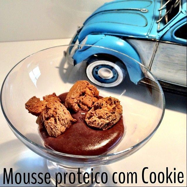 """142 curtidas, 15 comentários - Mariana Ferri d'Avila (@dicadramariana) no Instagram: """"MOUSSE PROTÉICO DE CHOCOLATE 😱🔝 Super fácil de fazer!  Ingredientes: 1 scoop de whey protein iso ou…"""""""