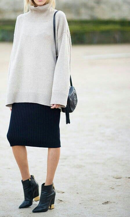 example of an oversized sweater with a pencil skirt