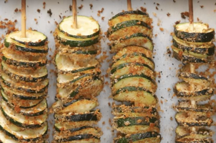 Le Zucchine Tornado sono un gustosissimo contorno che si può preparare al posto delle classiche patatine fritte o patate al forno per accompagnare piatti di carne oppure di pesce!