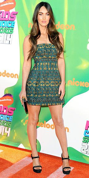 MEGAN FOX Raise your hand if you're excited to see this new mom back on the red carpet! Megan chooses a quirky Dolce & Gabbana key-motif mini for the Nickelodeon Kids' Choice Sports Awards in Los Angeles.