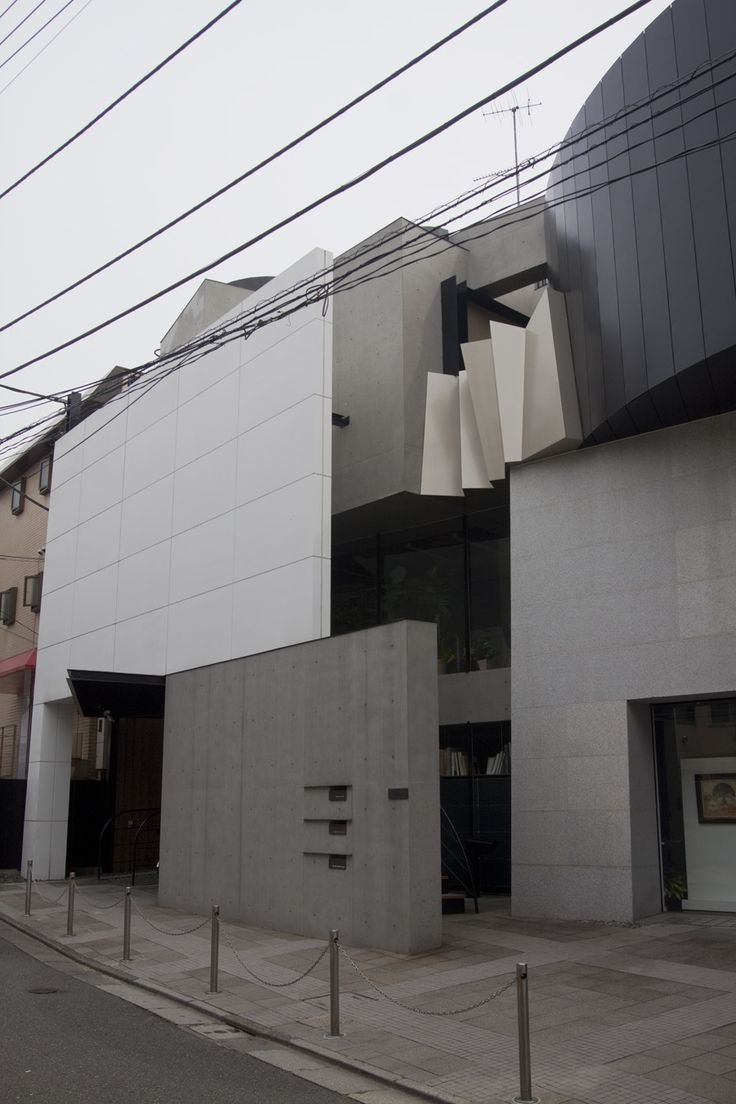 ATSUSHI KITAGAWARA 395 AND OTHER UNNUMBERED TOKYO ARCHITECTURE DISCOVERED UNEXPECTEDLY