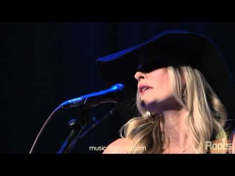 """Elizabeth Cook performing """"Sometimes It takes Balls to Be a Woman"""" at Music City Roots live from the Loveless Cafe"""