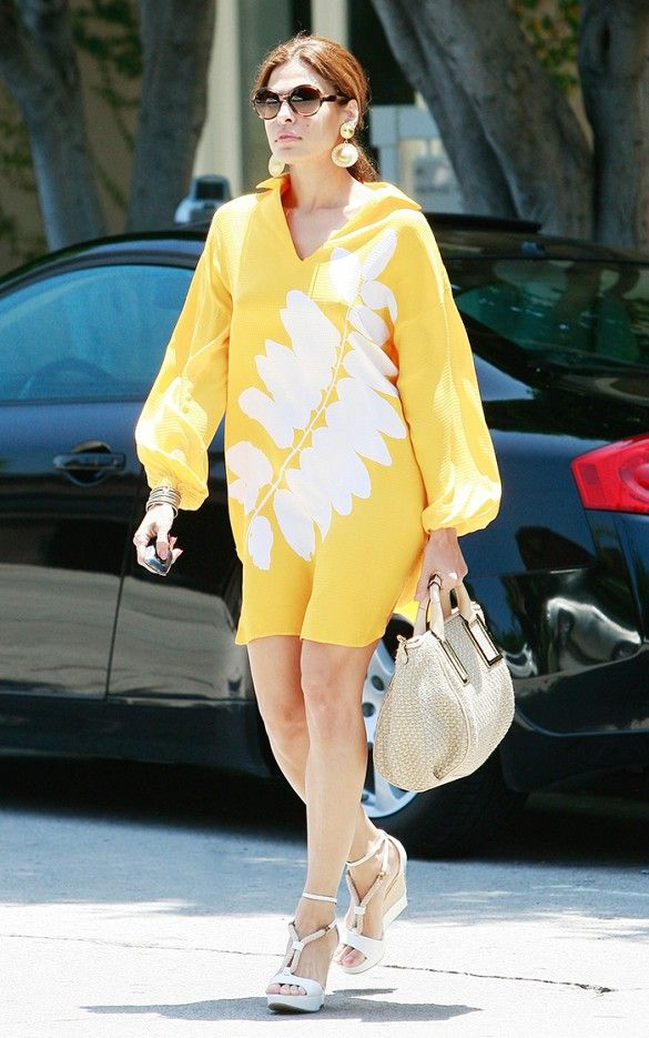 Eva Mendes sports a colorful caftan perfect for beach travel // #CelebrityStyle