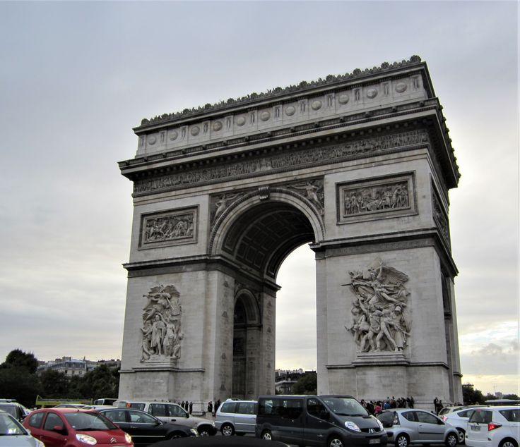 What to see in Paris? L'arc de Triomphe!