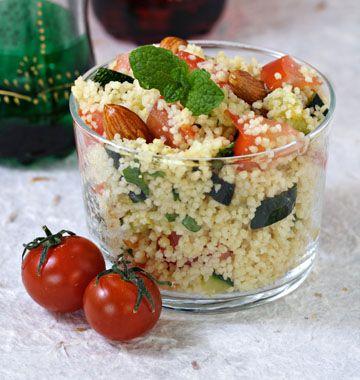 Taboulé épicé aux courgettes et tomates ingrédients pour 4 personnes: 250 g de couscous 25 cl d'eau 1 cube de bouillon 2 courgettes 3 tomates 1/2 bouquet de menthe 1 cuillère à soupe de cumin le jus d'un citron 50 g d'amandes Préparation sur : http://www.odelices.com/recette/taboule-epice-aux-courgettes-et-tomates-r765/#sHTkjDxrYFSRbjo5.99