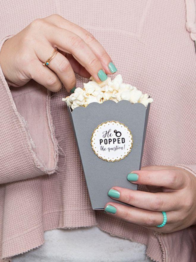 """Dieses DIY Popcorn das er die Fragen-Bevorzugungen """"knallte"""" sind entzückend! – Diy wedding planning"""