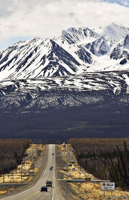 Kluane National Park, Yukon Territory Le mont Logan est la plus haute montagne au Canada. C'est l'aspect géographique le plus unique du Yukon.