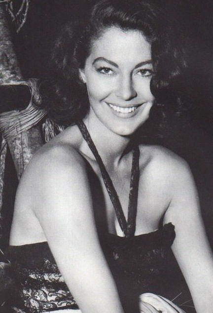"hepburnandhepburn: "" gatabella: "" Ava Gardner on the set of ""The Little Hut"" """