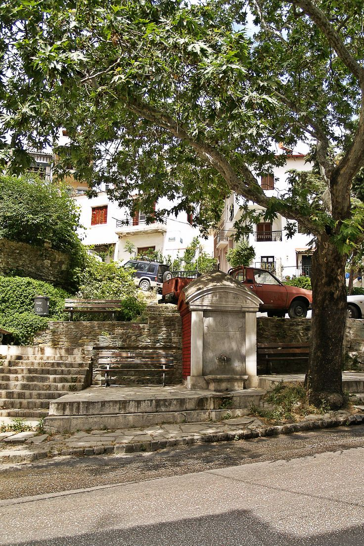 Old fount with an Ottoman inscription, thick shadow from a big tree, stone carved steps and picturesque buildings. It doesn't get better than Ano Poli. (Walking Thessaloniki, Route 09 - Upper Town a)
