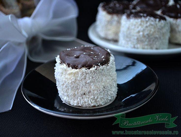 Prajitura Cusma Cazacului.Prajitura simpla de casa cu crema fiarta. Prajitura cu crema de vanilie si glazura de ciocolata.Prajitura Cusma Cazacului