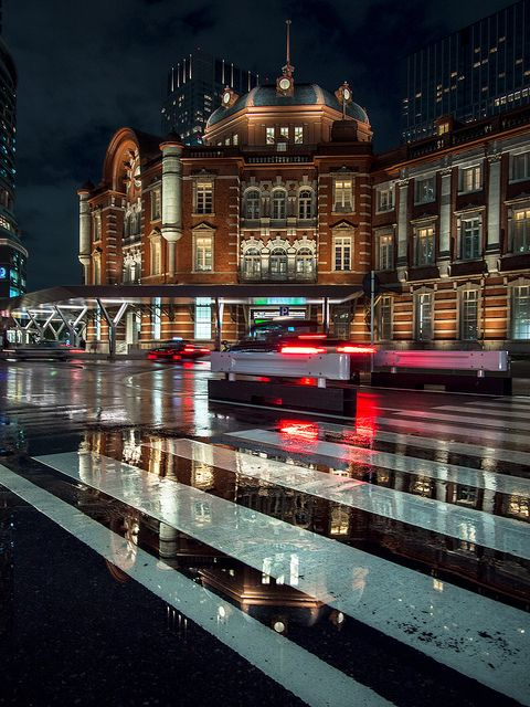 Tokyo Station / I have to go see this. They will still doing the construction…