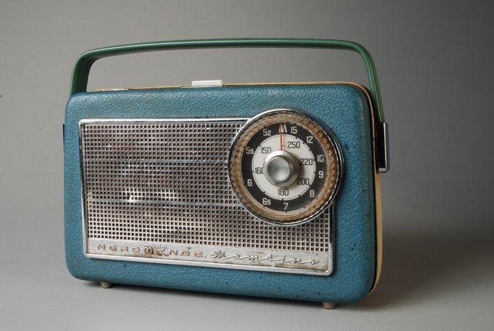 Nordmende transistorradio, draagbare radio. CC-BY Museum Rotterdam