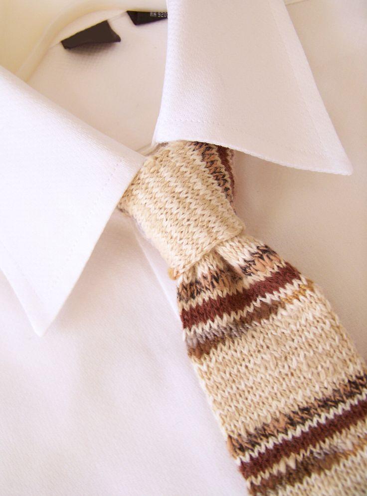 Hand gebreide stropdas bruin gestreepte stropdas, gebreide stropdas, skinny stropdas, bruin Tie, dunne Tie, gebreide stropdas, bruin en Ecru gestreepte stropdas door angharadgruffyd op Etsy https://www.etsy.com/nl/listing/65357012/hand-gebreide-stropdas-bruin-gestreepte